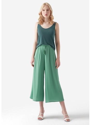 Mavi Pantolon Yeşil
